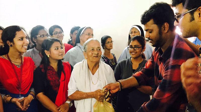 ശ്രീമൂലനഗരം കരുണ ഭവനിലെ അന്തേവാസികൾക്കൊപ്പം ആദിശങ്കര വിദ്യാർത്ഥികളുടെ സ്വാതന്ത്രദിനാഘോഷം